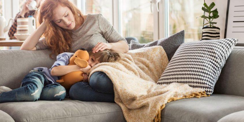 Criança mancando pode ser sinal de sinovite transitória